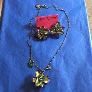2 piece flower 🌺 set minor wear